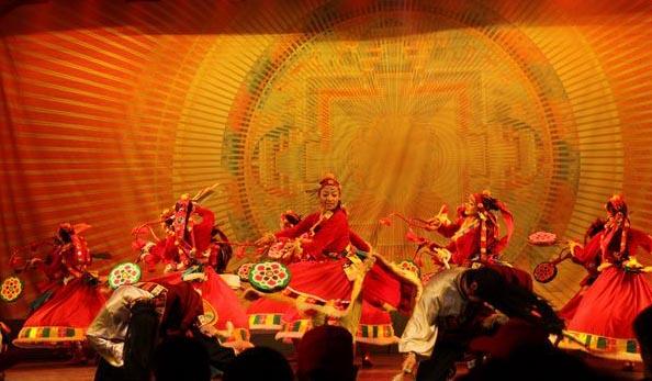 九寨沟景区内住宿_九寨沟令人难忘之藏羌风情歌舞晚会
